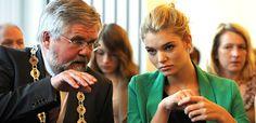 """Luisa Hartema: """"Germany's next Topmodel"""" wird in der Heimat Moormerland vom Bürgermeister als """"größter Promi der Region"""" empfangen."""