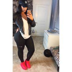 #SundayOutfit • Jacket @zara • Tank Top @boohoo • Leggings & Sneakers @Nike