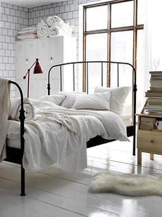 Julia's bed could look like this if she uses your guest bed. Just sayin'.