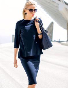 Ein Kleid in neuer Silhouette: das Kleid in Two-in-One-Optik zieht durch die besondere Raffinesse die Blicke auf sich.