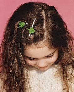 Easy-to-make clover hair pin.