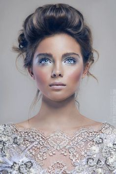 Luminous makeup & hair. I dunno what it is , but something drew me into this picture!