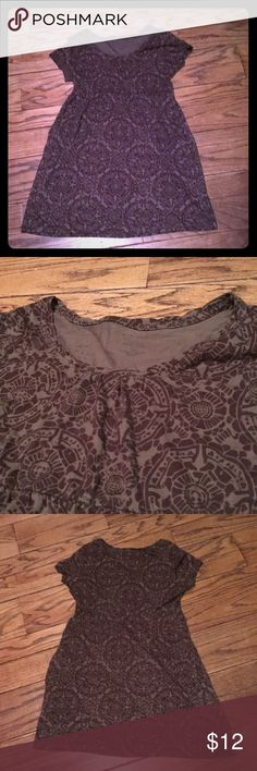 Comfy Everyday dress with POCKETS! Super comfy with stretch. Has pockets! Cute brown shades with an almost tribal print look. Technically petite medium. Sonoma Dresses