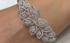 carti er braccialetto amore in oro rosa Gold Bangle Bracelet, Diamond Bracelets, Diamond Jewelry, Jewelry Bracelets, Jewellery, Crystal Jewelry, Best Diamond, Silver Bangles, Ruby Bangles