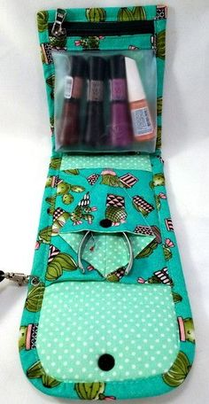 Sewing kit gift ideas new ideas Sewing Hacks, Sewing Tutorials, Sewing Kit, Sac Lunch, Sewing Pillows, Fabric Bags, Make And Sell, Cosmetic Bag, Printing On Fabric