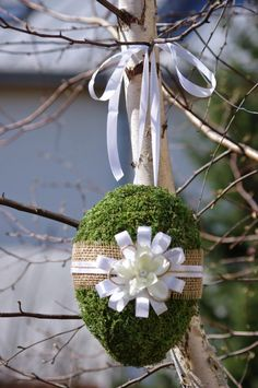 Shopper's Diary: Spring Decor at Terrain « NK Ideas Actuales, Easter Holidays, Arte Floral, Easter Wreaths, Spring Crafts, Easter Crafts, Flower Decorations, Happy Easter, Flower Art