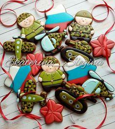 Екатерина (@ekaterina_slegina) • Фото и видео в Instagram Cookie Icing, Sugar, Cookies, Desserts, Food, Decorated Cookies, Military, Crack Crackers, Tailgate Desserts