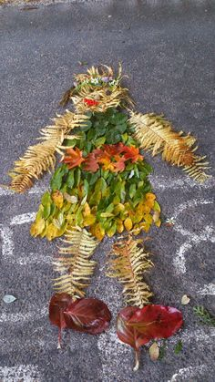 maataide Autumn Crafts, Autumn Art, Nature Crafts, Autumn Trees, Autumn Leaves, Land Art, Art For Kids, Crafts For Kids, Trash Art