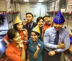 When we celebrate our new year from 40.000 feet above sea level! Happy to have u in my life guys!!! . . . . . . . . . . #crewfie #crewlife #cabincrew #celebrate #newyear #garudaindonesia #denpasar #cheer #tosca #orange #pramugari #pramugara #happycrew #B777 #boeing : @moel_saputra
