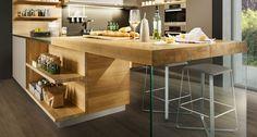 Die linee Küche gibt es aus zahlreichen Holzarten, Glasfarben, Maßen und Gestaltungsvarianten.