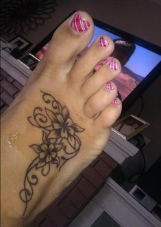 20 Hot Foot Tattoo Ideas for Women and Girls (14)