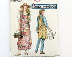 Pattern Apron Daisy Kingdom Farmhouse Simplicity Slip On Apron Uncut Factory Fold. This is a limited produced and collectible pattern. New old stock.No ties or buttons: easy slip on and off. Vintage Apron Pattern, Retro Apron, Aprons Vintage, Vintage Sewing Patterns, Apron Patterns, Vintage Clothing, Vintage Fashion, Homemade Aprons, Flirty Aprons