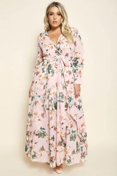 A plus size maxi dress with a wrapped V-neckline and long sleeves. Features a belted waistline. Floral print all over and a flared hem. Mob Dresses, Plus Size Maxi Dresses, Plus Size Outfits, Casual Dresses, Summer Dresses, Look Plus Size, Trendy Plus Size, Curvy Girl Fashion, Xl Fashion