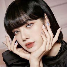 Aesthetic Makeup, Kpop Aesthetic, Aesthetic Dark, Lisa Blackpink Wallpaper, Model Face, Cute Celebrities, Blackpink Fashion, Blackpink Lisa, Beautiful Actresses