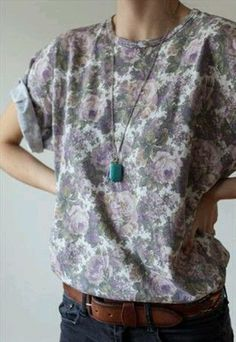 I need ❤️Vintage tshirt florals psyche shoeagaze 1990 Look Fashion, Fashion Outfits, Womens Fashion, Low Cut Dresses, Carrie Bradshaw, Looks Cool, Swagg, Passion For Fashion, Dress To Impress