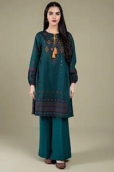 Pakistani Fashion Party Wear, Indian Fashion Dresses, Indian Designer Outfits, Designer Dresses, Muslim Fashion, Indian Outfits, Beautiful Pakistani Dresses, Pakistani Dresses Casual, Pakistani Dress Design