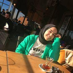 Hijabi Girl, Girl Hijab, Japanese Horror, Cute Muslim Couples, Fake Girls, Boy Photography Poses, Cool Girl Pictures, Mode Hijab, Tumblr Girls