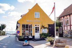 Bornholm – für mich eine der schönsten und vielseitigsten Inseln Places To Travel, House Styles, Outdoor Decor, Sims 4, Danish, Wanderlust, Life, Gourmet, Europe
