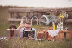 22 Creative Engagement Photo Ideas for Spring via Brit + Co. picnic shots at nova