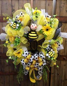 Cute summer bee wreath