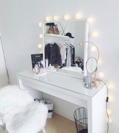 Makeup Toaster for a professional make-up at home - Zimmer - Living Room Table My New Room, My Room, Sala Glam, Glam Room, New Home Designs, Blog Designs, Beauty Room, Beauty Desk, Diy Beauty