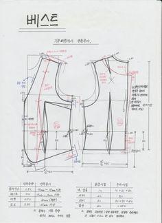 상의 기본원형을 이용해서 조끼 패턴 함 떠 볼까요? 보통 조끼는 덧 입는 옷이기 때문에 안에 입는 어떤 종... Pattern Draping, Corset Pattern, Vest Pattern, Diy Clothing, Clothing Patterns, Sewing Patterns, Diy Dress, Fashion Sewing, Dressmaking