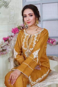 Pakistani Formal Dresses, Pakistani Fashion Casual, Pakistani Dress Design, Pakistani Outfits, Indian Fashion, Indian Dresses, Pakistani Clothing, Pakistani Street Style, Women's Fashion