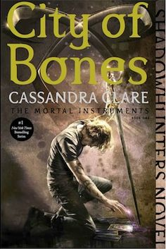 City of Bones by Cassandra Clare - Discover the world of the Shadowhunters in the first installment of the internationally bestselling Mortal Instruments series. Clary Fray, Livros Cassandra Clare, Cassandra Clare Books, Mortal Instruments Books, Shadowhunters The Mortal Instruments, The Killers, Idris Brasil, Book Series, Book 1
