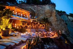 Amantes beach club_ cala llonga- Ibiza