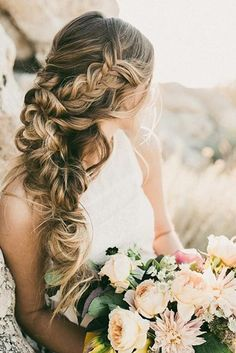Romantic Wedding Hair Styles for Your Perfect Look ★ See more: http://glaminati.com/wedding-hair-styles/