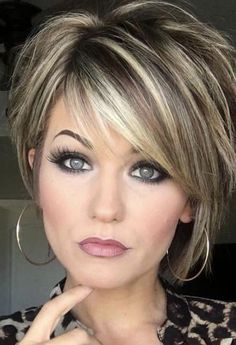 Trending Hairstyles 2019 - Short Layered Hairstyles Hair and Makeup products Short hair with layers Balayage hair Hair color balayage Short Hair With Layers, Highlights For Short Hair, Hair Color Highlights, Woman Short Hair Cuts, Short Hair Cuts For Women With Thick, Low Lights And Highlights, Hair Cuts For Medium Hair With Bangs, Short Hair For Round Face Double Chin, Fine Thin Hair