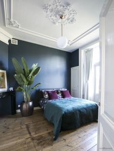Low bed or bed on the floor: 60 projects to inspire - Home Fashion Trend Cosy Bedroom, Blue Bedroom, Dream Bedroom, Master Bedroom, Bedroom Decor, Modern Bedroom, Bedroom Ideas, Interior Design Blogs, Scandinavian Interior Design