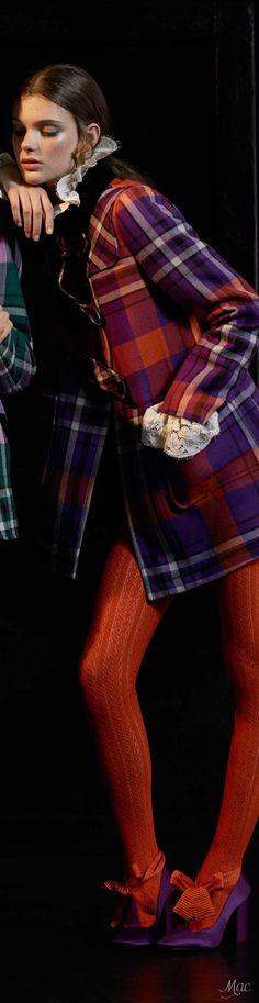 Pre-Fall 2017 Philosophy di Lorenzo Serafini Fashion 2017, Latest Fashion Trends, Womens Fashion, Tartan Fashion, Orange And Purple, Tartan Plaid, Street Chic, Bellisima, Winter Fashion