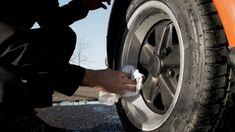 Jak pořádně umýt špinavé auto během pouhých 15 minut? Tady je návod profíka Mytí auta je pro někoho příjemný relax na dlouhé hodiny, ne každý ale má tolik času a krásné auto chce mít stejně. Že je to nemožné? Omyl, při správném postupu stačí pouhých 15 minut. Nissan, Relax, Vehicles, Car, Vehicle, Tools