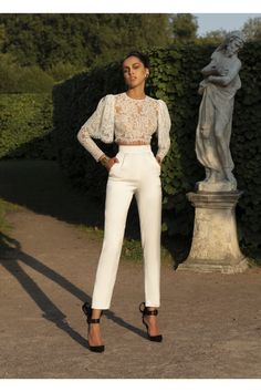 Rasario #VogueRussia #readytowear #rtw #springsummer2019 #Rasario #VogueCollections Elegant Outfit, Classy Dress, Classy Outfits, Chic Outfits, Look Fashion, High Fashion, Womens Fashion, Fashion Design, Fashion Trends