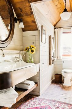 Traditional and cozy bathroom with shiplap walls  #summer #vibes #currentlycoveting