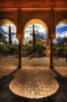 El patio de La Mezquita de Cordoba - Cordoba, Spain