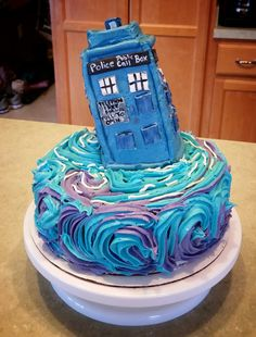 Tardis Cake by SilentBug0208 on deviantART Doctor Who