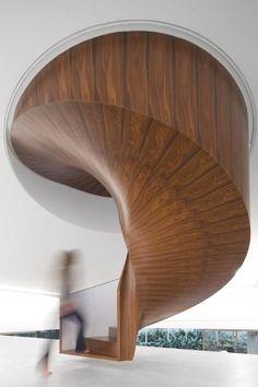 La surface complexe d'une sous-face d'escalier hélicoïdal