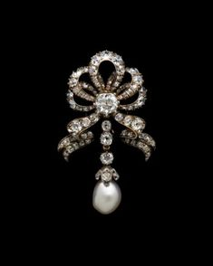 Bow brooch of the Empress Eugenie French, wife of Napoleon III, of pearl, diamonds, gold and silver - 1860-80. © Albion Art Collection