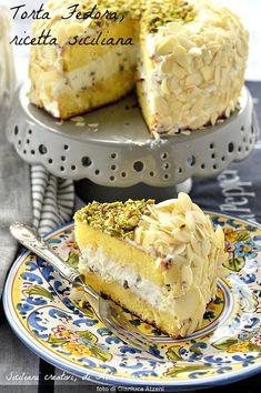 Fedora cake with ricotta (Sicilian recipe) My Recipes, Gourmet Recipes, Cake Recipes, Dessert Recipes, Torta Candy, Coffee Break, Sicilian Recipes, Sicilian Food, Tall Cakes