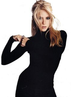 Shakira in black turtleneck Shakira. The classic black turtleneck. One or more is always good. Shakira Outfits, Shakira Mebarak, Head Band, Black Turtleneck, Turtleneck Style, Turtleneck Dress, Famous Women, Britney Spears, Blonde Hairstyles
