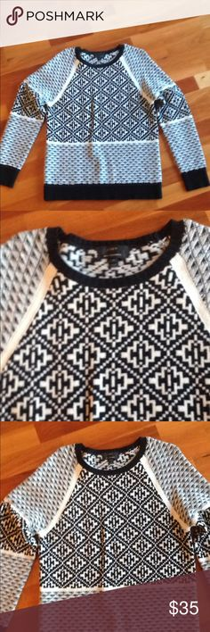 J Crew   Cashmere blend sweater Beautiful sweater very soft cashmere blend from j crew size women's medium in awesome condition Sweaters Crew & Scoop Necks