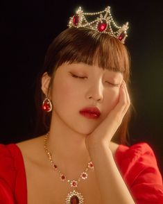 Red Velvet's Seulgi and Joy are queens in red in individual teaser images for their upcoming concert 'La Rouge'.Red Velvet previously reveal… Red Velvet Joy, Red Velvet Seulgi, Red Velvet Irene, School Looks, Red Aesthetic, Kpop Aesthetic, Joy Instagram, Blake Lively, Girl Crushes