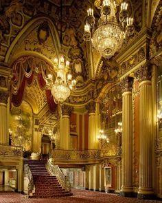 Los Angeles Theater Photo: Robert Berger Photography #art #architecture #losangeles #la