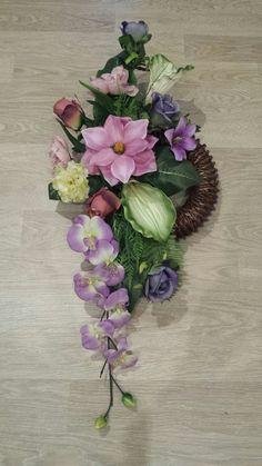 Diy Wreath, Grapevine Wreath, Wreath Making, Funeral Arrangements, Flower Arrangements, Wreaths For Front Door, Door Wreaths, Silk Flowers, Paper Flowers