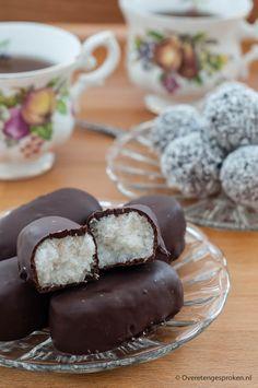 Homemade Bounty's - Zachte kokos omhuld met chocolade. Minder zoet maar minstens zo lekker als het origineel.