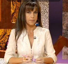 Guapísima Belén Plaza en el programa Tendido Cero con vestido Angara y pendientes Elba. VESTIDO ANGARA: http://www.miralamarela.com/p.4242.0.0.1.1-vestido-angara-beige.html PENDIENTES ELBA: http://www.miralamarela.com/p.3994.0.0.1.1-pendientes-elba-azul.html
