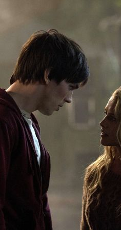 Still of Nicholas Hoult and Teresa Palmer (I) in Warm Bodies (2013)