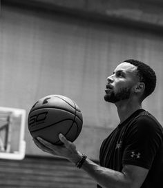 of the Golden State Warriors Stephen Curry Family, The Curry Family, Nba Stephen Curry, Golden State Basketball, Love And Basketball, Basketball Players, Nba Players, Stephen Curry Haircut, Lebron And Wade
